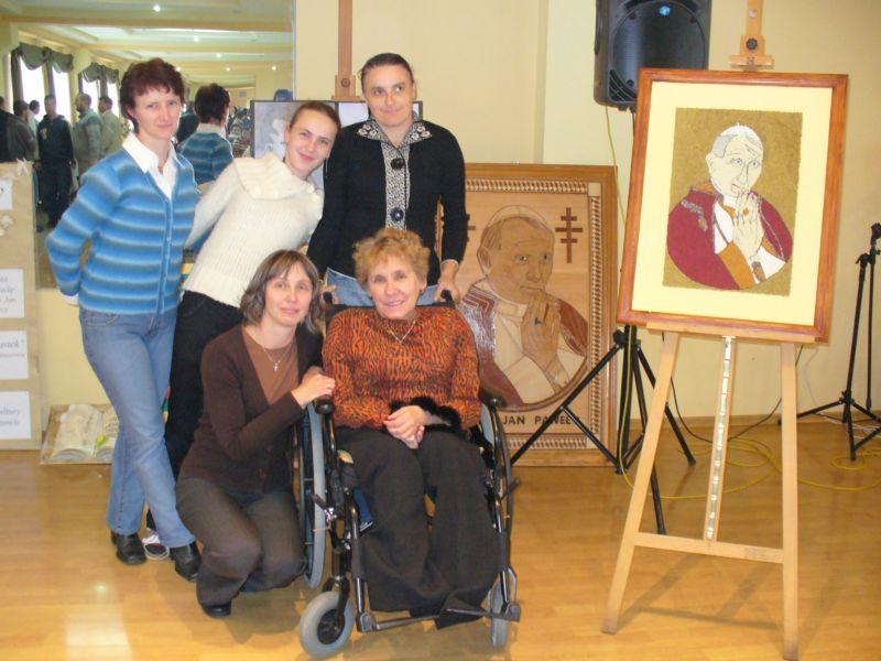 Więcej o: Wszystko zaczyna się od rodziny…- konkurs plastyczno-teoretyczny o Janie Pawle II